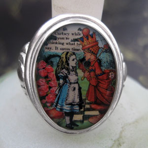 Alice and The Red Queen Cameo Style Ring