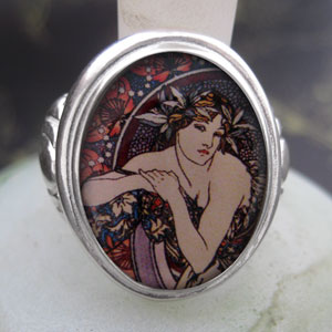 Alphonse Mucha Femme aux Coquelicots Cameo Style Ring