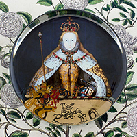 Queen Elizabeth in Coronation Robes Tudor I Glass Round Paperweight