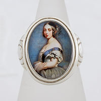 Young Queen Victoria Cameo Style Ring